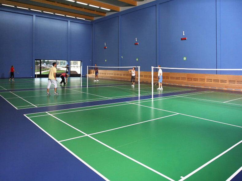 aplikator-pengecatan-lapangan-badminton